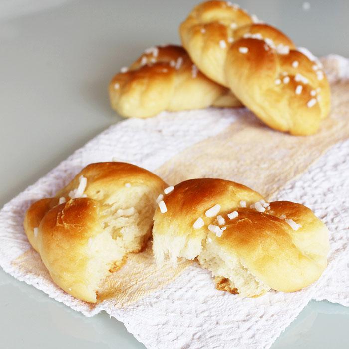 Treccine dolci di pan brioche