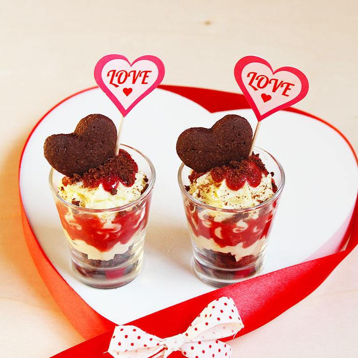 Dolce San Valentino in bicchiere ho voluto chiamarlo così questo dolce  semplice ma dal sapore unico. Una dolce e vellutata mousse al cioccolato  bianco