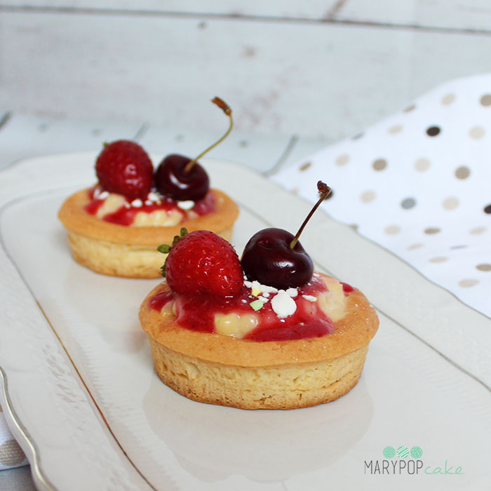 Tartellette con crema pasticcera e frutti rossi