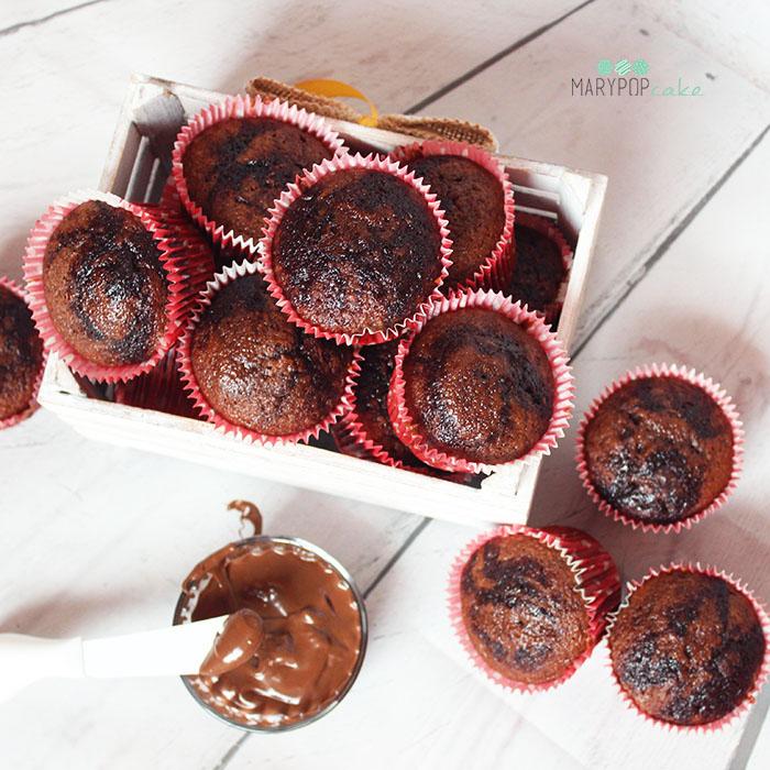 Muffin variegati con crema di nocciole