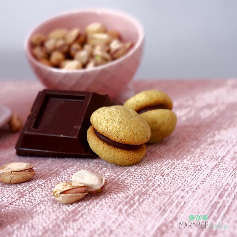 Baci di dama pistacchio e cioccolato